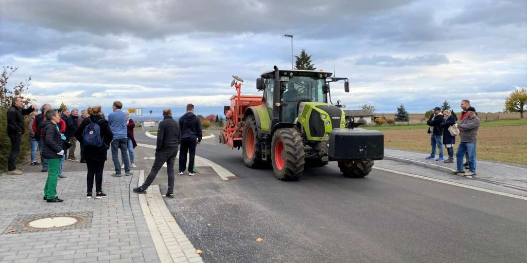 Verengte Ortseinfahrt in Birklar