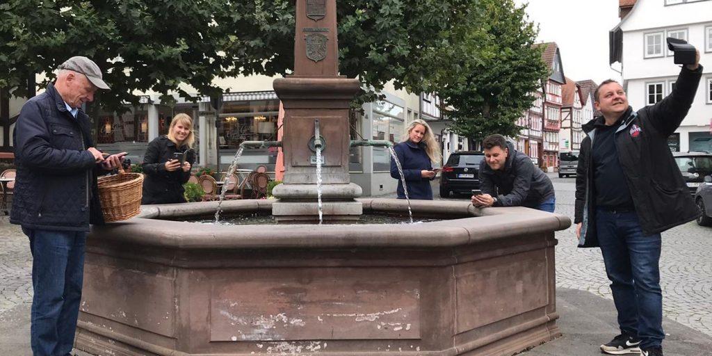 Licher Freidemokraten vor dem Stadtbrunnen