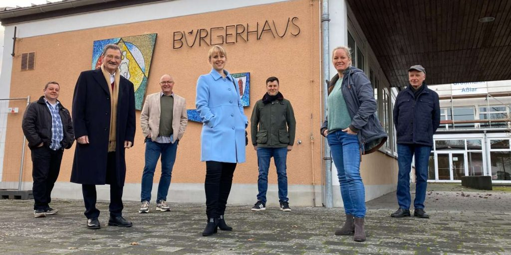 Licher Freidemokraten vor dem Licher Bürgergerhaus